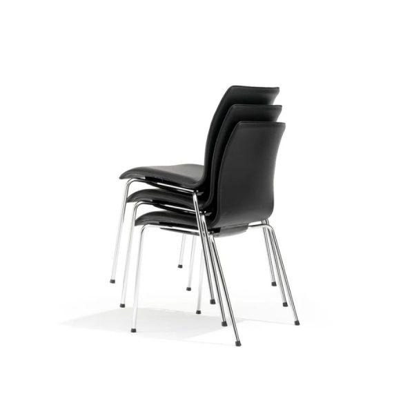 Trio stapelbare stoelen